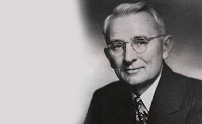 3 Dale Carnegie Books Everyone Needs to Read